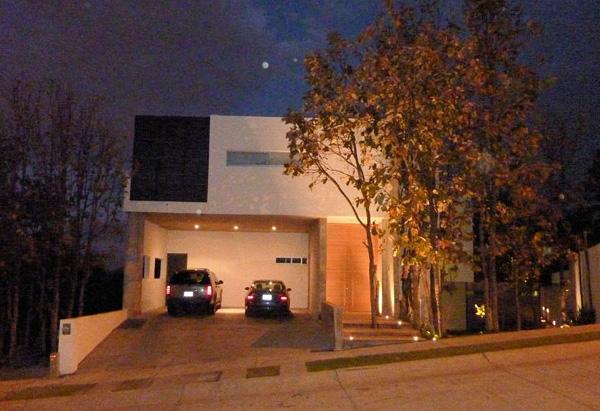 Casa en bugambilias zapopan for Casa minimalista guadalajara